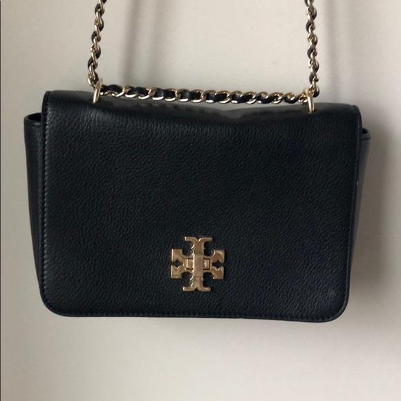 9b16aa01e87 Tory Burch Mercer shoulder bag with gold chain. M 5adfaf145521be6da21d81ba